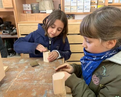 La III classe studia il mestiere del falegname