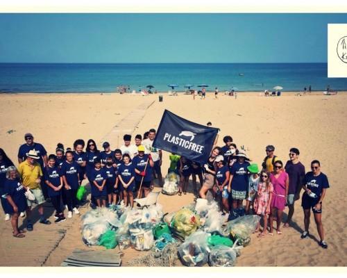 La VII partecipa alla raccolta di Plastic free