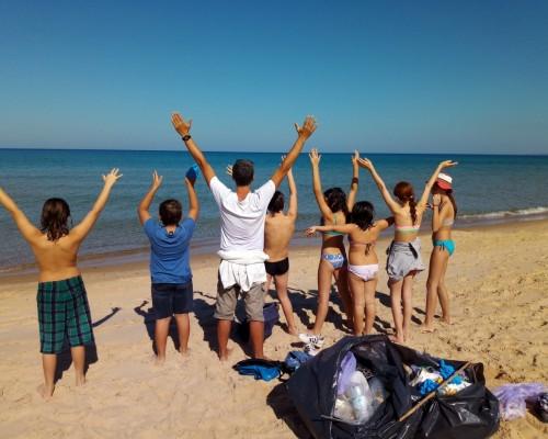 La V classe pulisce il mare dalla plastica