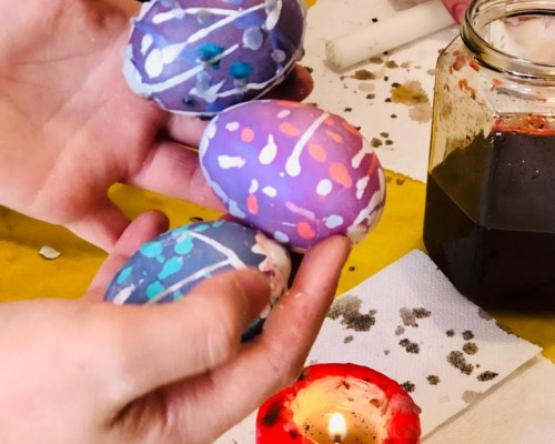 La VI classe dipinge le uova